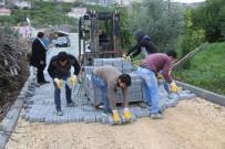 Erdemli'de Yol Çalışmaları Devam Ediyor
