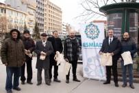 TEKERLEKLİ SANDALYE - ESMİAD Vatandaşlara Bez Torba Dağıttı