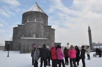 AYASOFYA - Kars Kümbet Cami Ziyaretçi Akınına Uğruyor