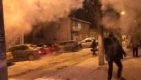 Kars'ta Havaya Serpilen Sıcak Su Bir Anda Buz Oldu