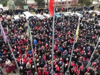 Mevcut Başkan Aday Gösterilmeyince Vatandaşlar Belediye Önünde Toplandı, Sloganlar Attı