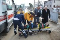 MOTOSİKLET SÜRÜCÜSÜ - Motosikletle Otomobil Çarpıştı Açıklaması 2 Yaralı