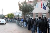 GÜVENLİK ÖNLEMİ - (Özel) Kilis'te 6 Aylık İş İçin Uzun Kuyruklar Oluştu
