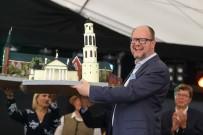 BASIN MENSUPLARI - Sahnede Saldırıya Uğrayan Belediye Başkanı Hayatını Kaybetti