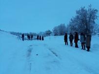 Sungurlu'da Köye Giden Öğretmenler Karda Mahsur Kaldı