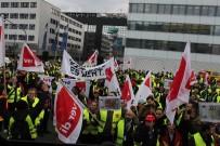 FRANKFURT - Almanya'da Grev 220 Bin Yolcuyu Etkiledi