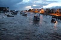 KARAÖZ - Antalya Kumluca'da Fırtına Sera Yıktı, Tekne Batırdı