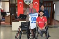 BEDENSEL ENGELLİ - Başkan Özakcan Engelli Sporcuyu Sevindirdi