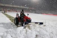 Boluspor-Galatasaray Maçı Öncesi Statta Kar Temizliği