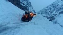 Çığ Düşen Tunceli-Erzincan Yolu Ulaşıma Açıldı