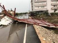 SOLMAZ - Fırtına Nedeniyle Çatıdan Düşen Adam Hayatını Kaybetti