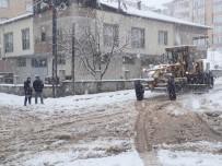 Gölbaşı Belediyesi Ekipleri Karla Mücadelesini Sürdürüyor