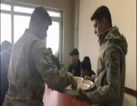 Jandarma Aşını Mahsur Kalanlarla Paylaştı