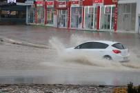 Kahramanmaraş'ta Sağanak Yağmur Etkili Oluyor