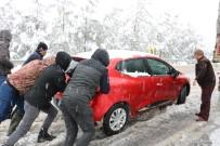 KAR LASTİĞİ - Kahramanmaraş'ta Yoğun Kar Yağışı