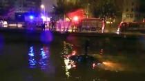 ALPARSLAN TÜRKEŞ - Kanala Düşen Otomobilin Üstüne Çıkarak Kurtarılmayı Bekledi