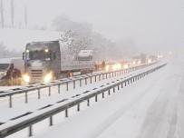 Kar Geçit Vermedi Açıklaması Karadeniz'i İstanbul'a Bağlayan Yol Kapandı