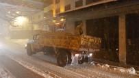 KARDAN ADAM - Karabük'te Araçlar Yolda Mahsur Kaldı