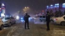 KARDAN ADAM - Karabük'te Yoğun Kar Yağışı Ulaşımı Aksattı