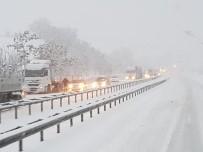 Karadeniz'i İstanbul'a Bağlayan Yol Kardan Kapandı