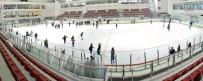AŞIK VEYSEL - Karne Alan Öğrencilere Buz Üzerinde Jest