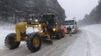 Kazdağları'nda Kar Yağışı Trafiği Olumsuz Etkiliyor