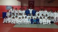 MUSTAFA KORKMAZ - Milli Judocular Bigadiç'te Genç Judoculara Eğitim Verdi