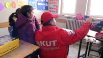 HAVA SICAKLIĞI - 'Minik Eller Üşümesin' Projesiyle Çocukların Yüzü Güldü