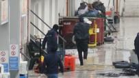 KUŞADASI DEVLET HASTANESİ - Sahil Güvenlik Batan Bottaki 46 Kaçak Göçmeni Kurtardı