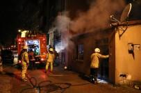 SAĞLIK EKİBİ - Üsküdar'da Korkutan Yangın Açıklaması 2 Çocuk Dumandan Etkilendi