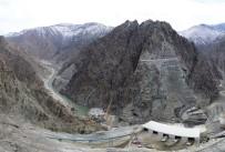ELEKTRİK ÜRETİMİ - Yusufeli Barajında Gövde Dolgu Çalışmaları Devam Ediyor