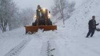 KARAKURT - Ani Kar Yağışı Yüzünden 15 Köy Yolu Kapandı