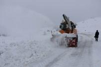 Elazığ'ın 6 İlçesinde Kar 77 Köy Yolunu Kapattı