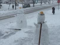 KARDAN ADAM - Esnaflar Hem Kar Temizledi Hem De Kardan Adam Yaptı