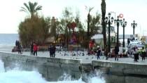 KORDON - Fırtına'dan Kaçan Gemiler Kıbrıs'a Demir Attı