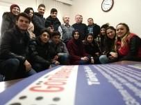GÖRME ENGELLİ - Görme Engelli Rolündeki Öğrenciler, Sosyal Deney Hazırladı