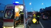 İŞÇİ SERVİSİ - Haliç Köprüsünde Motosiklet İle Servis Minibüsü Çarpıştı Açıklaması 1 Yaralı