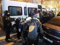 MÜLTECI - İstanbul'da Durdurulan Minibüste 24 Mülteci Yakalandı