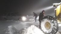 KARADERE - İzmir'de Kara Kışla Amansız Mücadele Açıklaması Kapanan 80 Yol Açıldı
