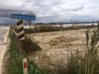 ÇATALHÖYÜK - Kadirli-Ceyhan Yolu Sel Nedeniyle Trafiğe Kapatıldı