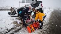 DİREKSİYON - Karlı Yolda Takla Atan Araçtaki 3 İranlı Yaralandı