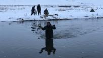 Kars'ta Köyüler Buz Gibi Sudan Balık İhtiyacını Karşılıyor