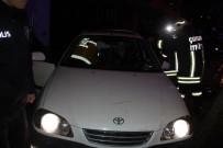 MILLI EĞITIM MÜDÜRLÜĞÜ - Kontrolden Çıkan Otomobil Park Halindeki Araçlara Çarptıktan Sonra Kaldırıma Çıktı