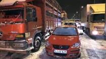 KAR YAĞıŞı - Kütahya'da Kapanan Şehirler Arası Yollar Açıldı