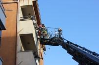 GÖZYAŞı - Maltepe'de Çıkan Yangında 4 Çocuk 1 Kadın Binada Mahsur Kaldı