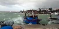 SAĞANAK YAĞIŞ - Mersin'de Kuvvetli Fırtına
