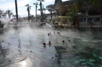 Pamukkale'de Kar Altında Antik Havuz Keyfi