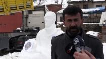 Şehit Fethi Sekin'in Kardan Heykelini Yaptı