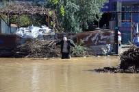Sokaklarını Su Basan Vatandaşlar Evlerinde Mahsur Kaldı
