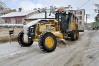 Tepebaşı'nda Kar Ve Buz İle Mücadele Sürüyor